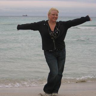 LearnExploreShare.com interview: artist Noelle Rollins
